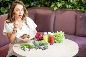 Consumir tus alimentos conscientemente, de manera programada atrae para ti la estabilidad en salud y bienestar